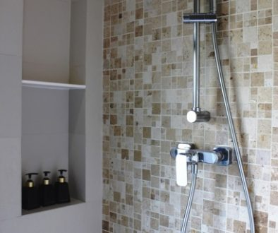 chrome-shower-unit-in-a-bathroom (1)